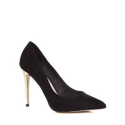 Black 'Cleo' court shoes