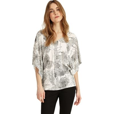 4842f6dea3b3a2 Ivory and black alium print top