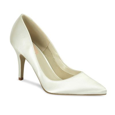 'Flush' pointed court shoe