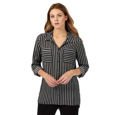 Black broken striped print shirt