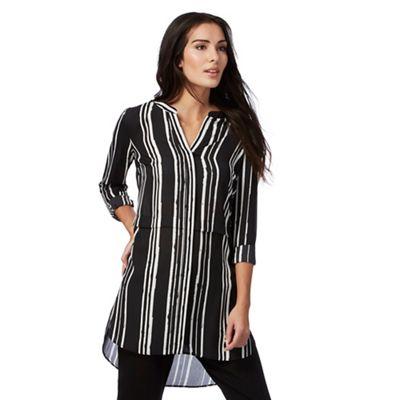 Black striped print shirt