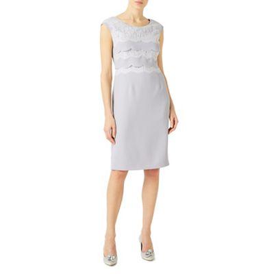 Lace scallop layer dress