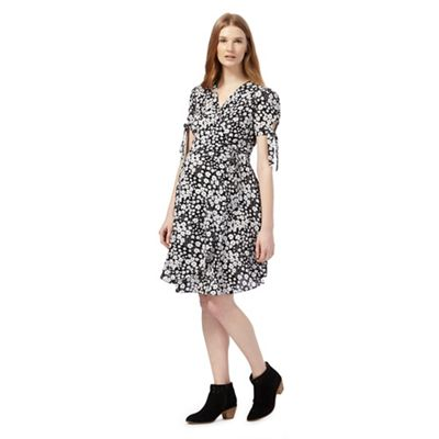 Black daisy print wrap dress