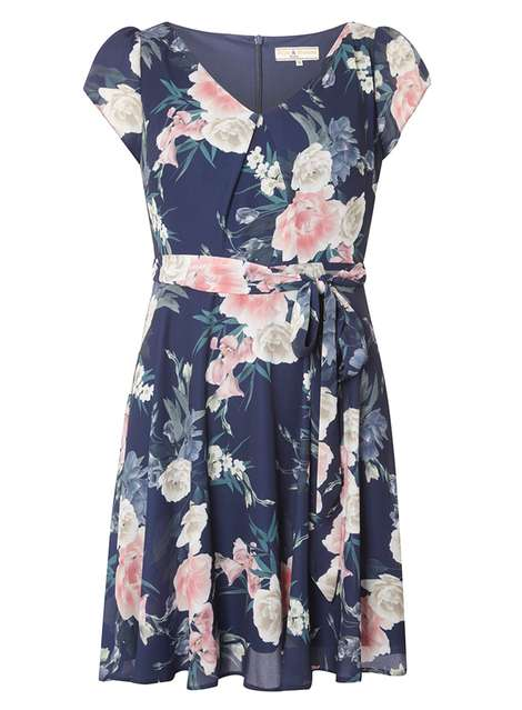 **Billie and Blossom Petite Floral Crepe Dress